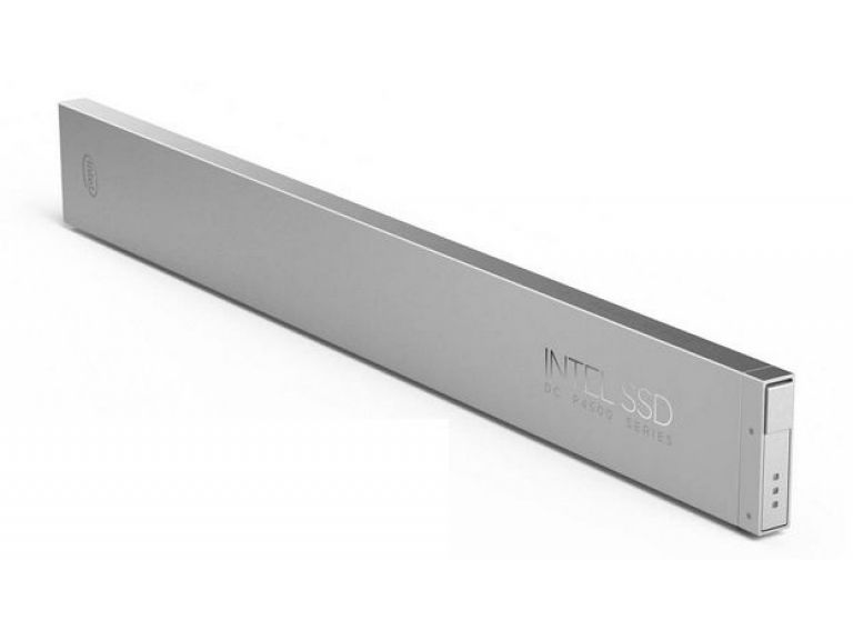 La primera SSD con forma de regla de Intel almacena 32 TB y todos la aman